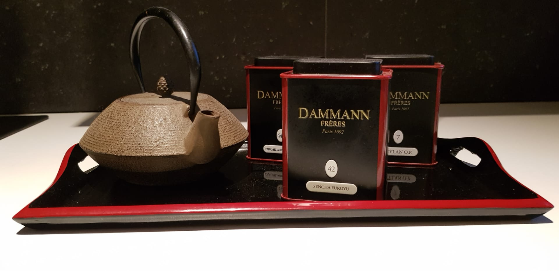 Dammann tea, à disposition.
